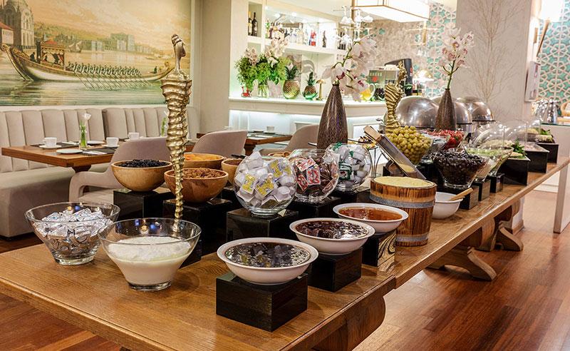 hotel-amira-breakfast-area